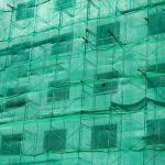 Chute de gravats sur un chantier, comment l'éviter ?
