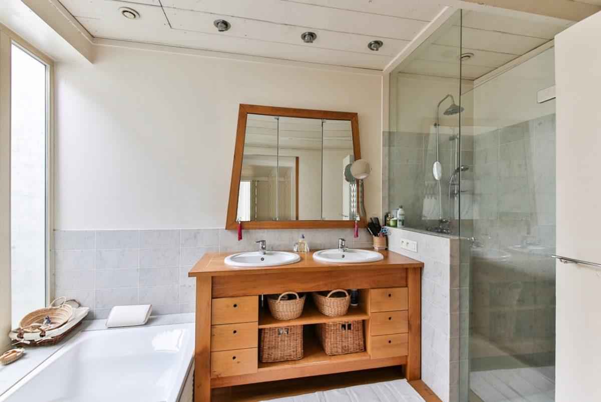 Salle De Bain Et Wc Dans Espace Reduit comment optimiser l'espace dans une petite salle de bain ?