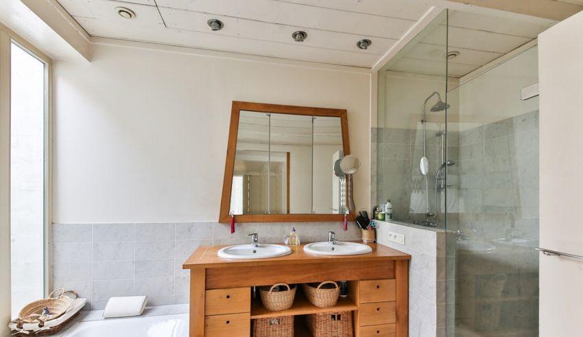 comment optimiser l 39 espace dans une petite salle de bain. Black Bedroom Furniture Sets. Home Design Ideas