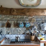 Les astuces pour éclaircir des poutres en bois anciennes